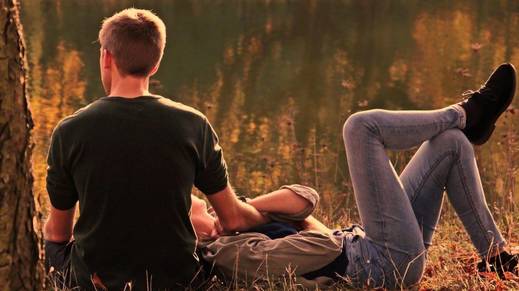 Männer verliebter nonverbale signale Was verraten